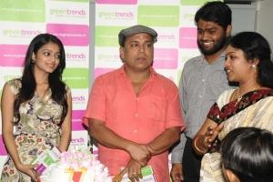 Janani Iyer, Thambi Ramaiah inaugurates Green Trends Salon at Nungambakkam