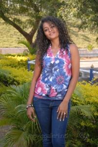 Telugu Actress Sonia Hot Photos in Sleeveless Dress