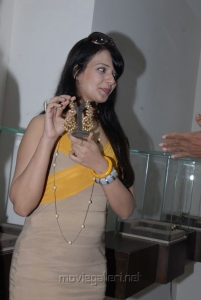 Actress Saloni Aswani Latest Hot Photos at Hiya Jewellery