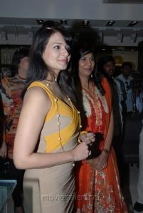 Actress Saloni Aswani at Hiya Jewellery Stills