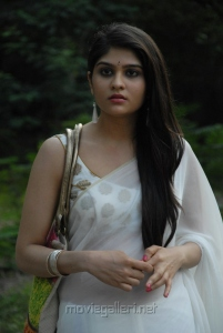 Actress Vibha Natarajan Saree in Summa Nachunu Iruku Photos