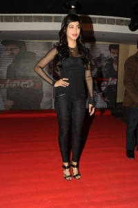 Actress Shruti Hassan Pictures @ Yevadu Mobile App Launch
