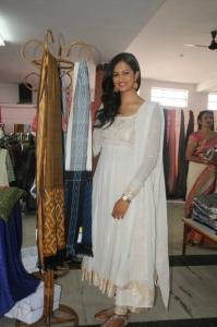 Actress Shubra Aiyappa Launches Pochampally Ikat Art Mela Photos