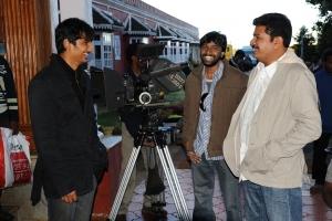 Jeeva, Shankar, Manoj Paramahamsa at Nanban On Location Stills