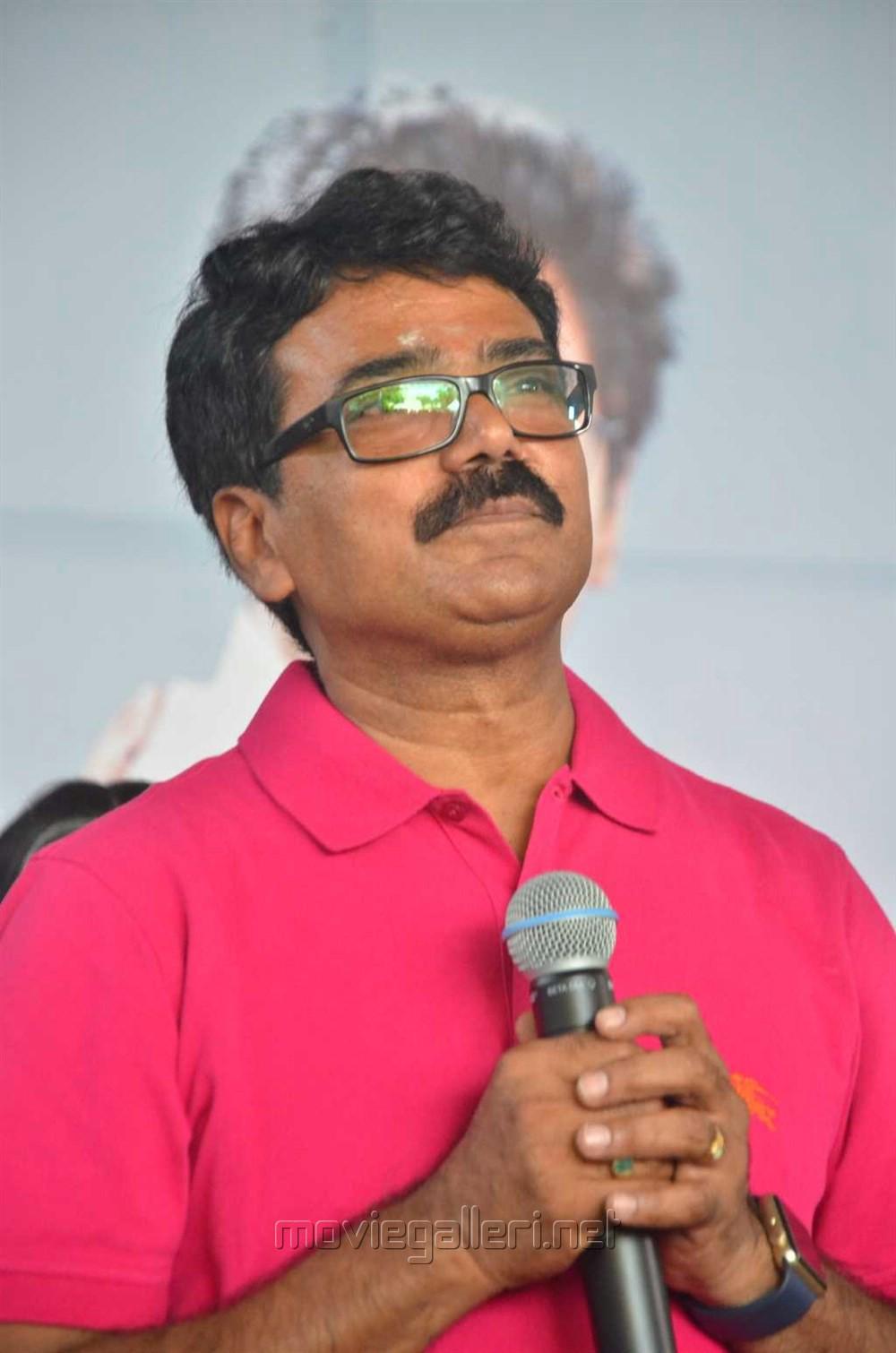Director MM Chandramouli @ 100% Kaadhal Movie Launch Stills