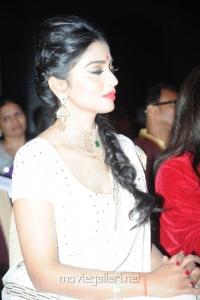 Shriya Saran @ 13th GR8 Women Awards 2014 Stills