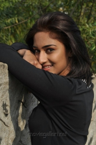 Actress Erica Fernandes in 555 (Ainthu Ainthu Ainthu) Tamil Movie Stills