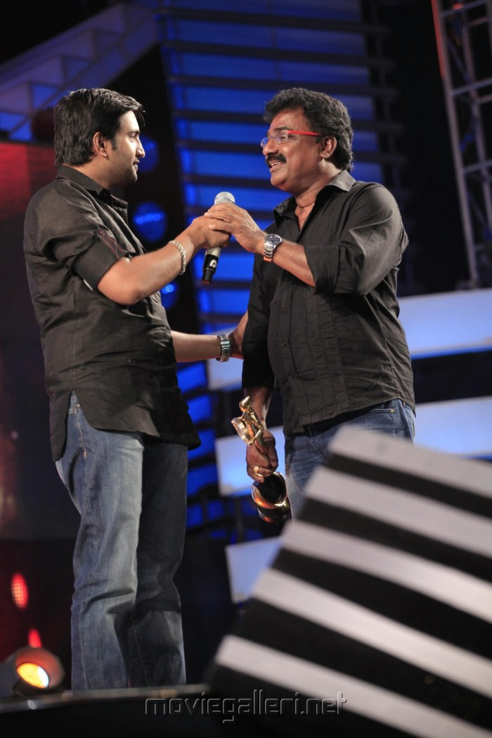 Santhanam, VTV Ganesh @ 5th Annual Vijay Awards 2011 Event Stills Photos