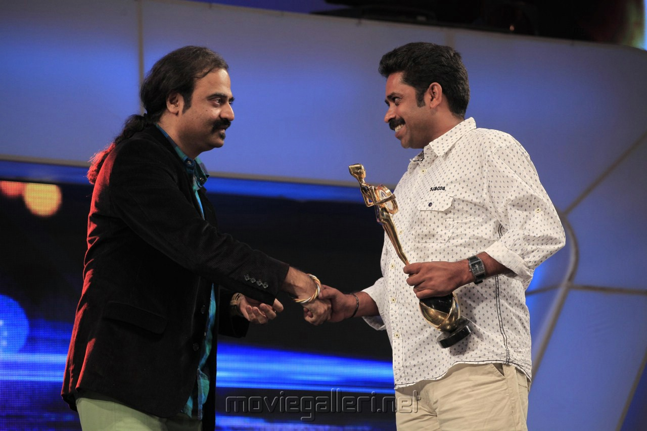 Jury special award was given to director Seenu Ramasamy for the film 'Thenmerku Paruvakatru'.