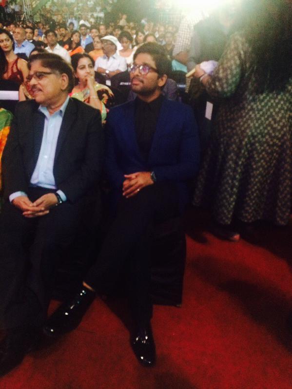 Allu Aravind, Allu Arjun @ 62nd Filmfare Awards South 2015 Images