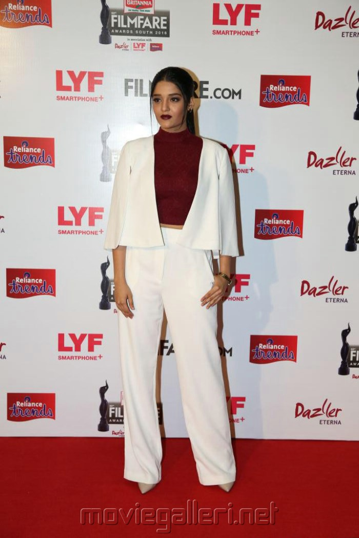 Actress Ritika Singh @ 63rd Filmfare Awards South 2016 Red Carpet Stills