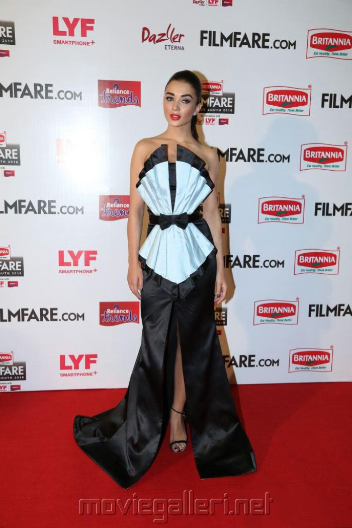 Amy Jackson @ 63rd Filmfare Awards South 2016 Red Carpet Stills
