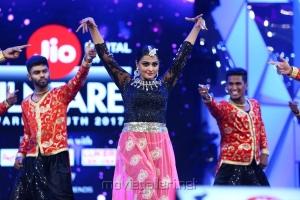 Ramya Nambeesan Dance @ 64th Jio Filmfare Awards South 2017 Event Images