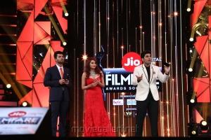 Vijay Devarakonda, Ragini Dwivedi, Allu Sirish @ 64th Jio Filmfare Awards South 2017 Event Images