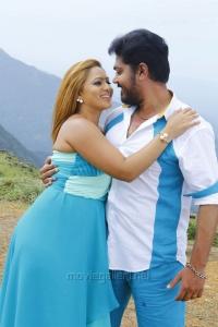 Nikesha Patel, Shakthi in 7 Naatkal Movie Latest Photos