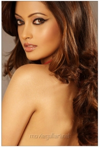 Actress Riya Sen in Aa Roju Em Jarigindi Hot Stills