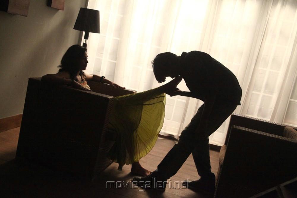 Santhosh, Manisha Yadav in Aadhalal Kadhal Seiveer Movie Hot Stills