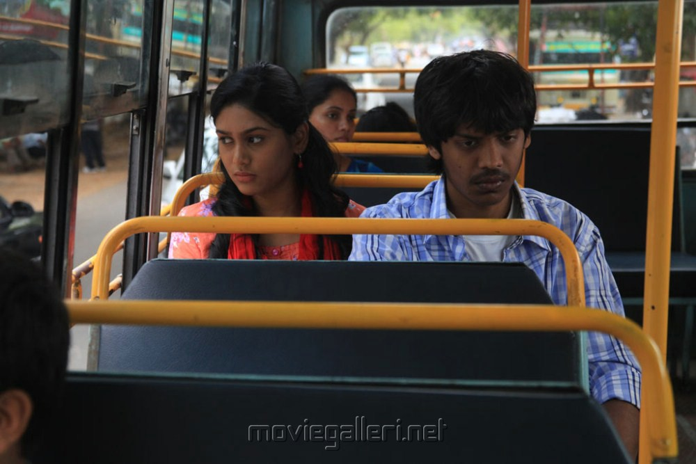 Santhosh Ramesh, Manisha Yadav in Aadhalal Kadhal Seiveer Movie Stills