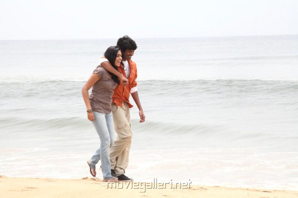 Santhosh Ramesh, Manisha Yadav in Aadhalal Kadhal Seiveer Movie Hot Stills