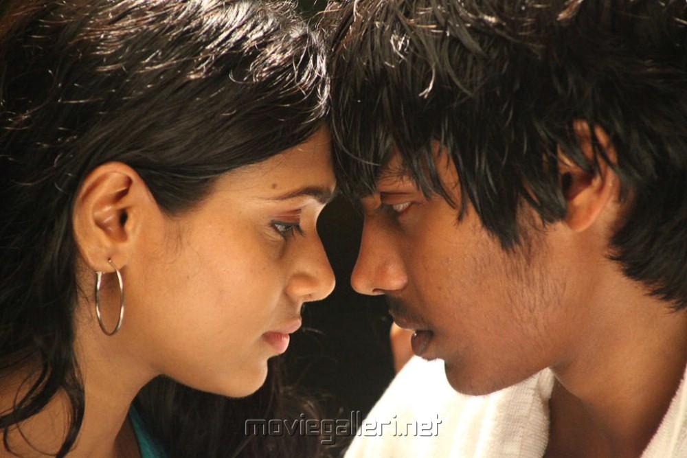 Santhosh Ramesh, Manisha Yadav in Aadhalal Kadhal Seiveer Movie Stills