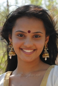 Actress Aarushi Stills in Azhagan Azhagi Movie