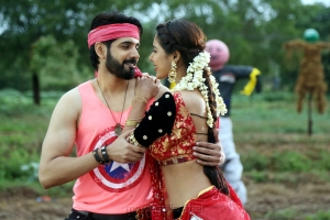 Aatadukundam Raa Movie Palleku Podam…Parunu Chuddam Song Images