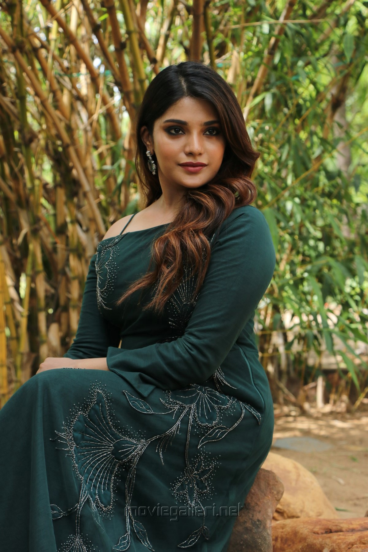 Tamil Actress Aathmika HD Photos