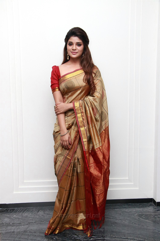 Kannai Nambathey Actress Aathmika Silk Saree Photos HD