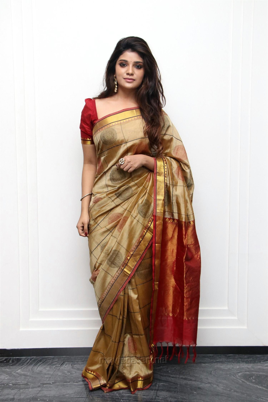 Actress Aathmika Silk Saree Photos HD @ Kannai Nambathey Movie Launch