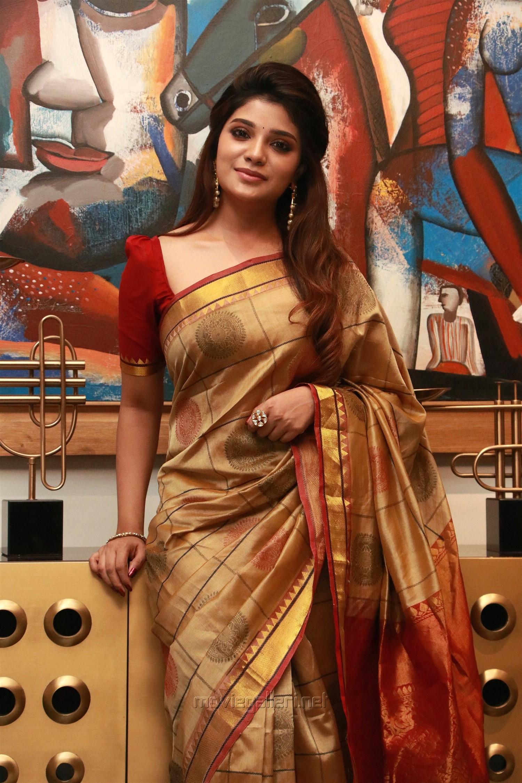 Actress Aathmika Silk Saree Photos HD @ Kannai Nambathe Movie Launch