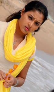 Aavu Puli Madhyalo Prabhas Pelli Movie Actress Stills