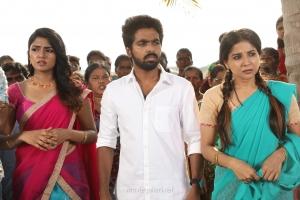Eesha, GV Prakash, Sakshi Agarwal in Aayiram Jenmangal Movie Stills HD
