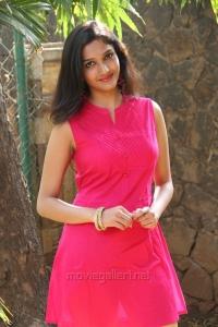 Actress Swasthika @ Aayirathil Iruvar Movie Team Meet Stills