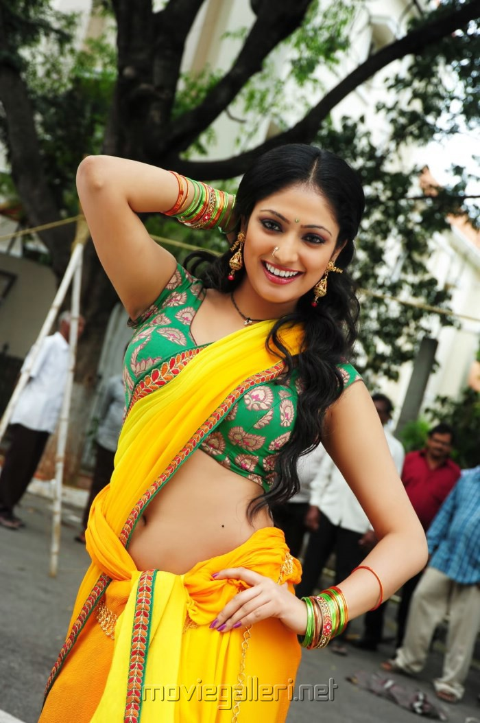 Actress Haripriya in Abbai Class Ammai Mass Hot Stills