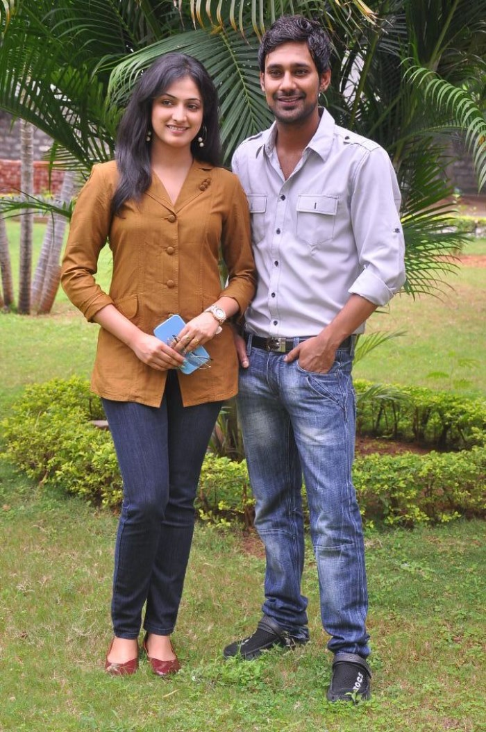 Haripriya, Varun Sandesh at Abbai Class Ammai Mass Success Meet Stills