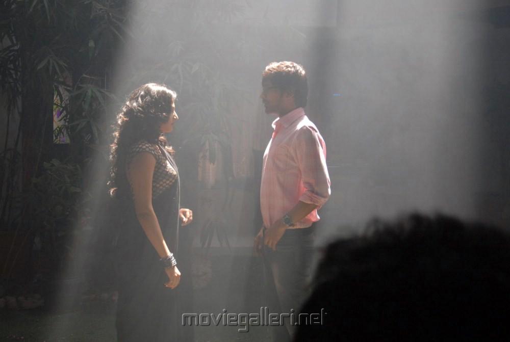 Haripriya, Varun Sandesh at Abbayi Class Ammayi Mass On The Set Stills