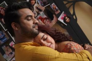 Tovino Thomas, Pia Bajpai in Abhiyum Anuvum Movie Stills HD