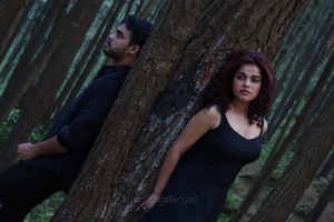 Abhiyum Anuvum Movie Actress Pia Bajpai Stills HD
