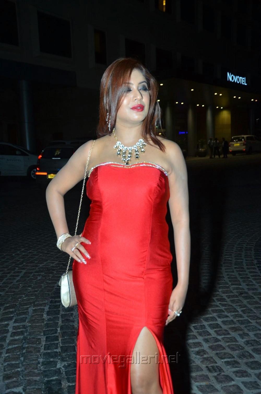 Actress Sejal Jen Shah @ 64th Filmfare Awards 2017 South Red Carpet Stills