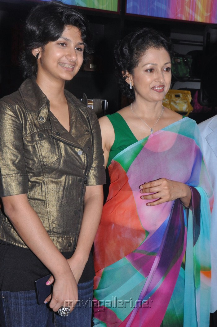picture 212570 gowthami with daughter subbulakshmi