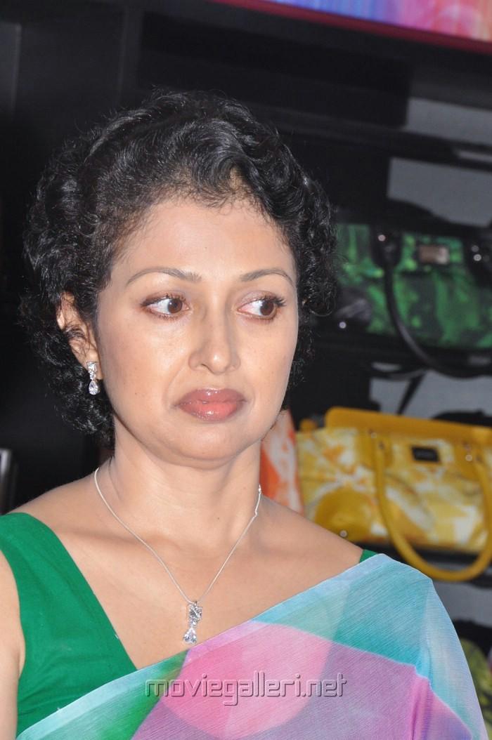 Picture 212583 | Tamil Actress Gautami in Saree Pics | New Movie ...