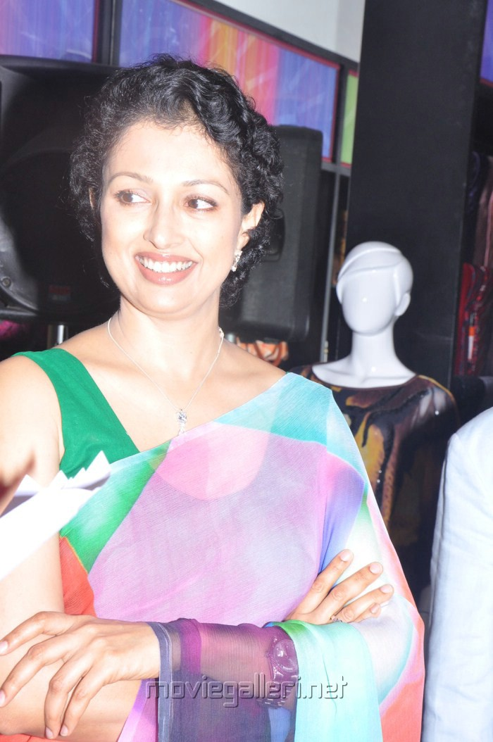 Picture 212613 | Tamil Actress Gautami in Saree Pics | New Movie ...