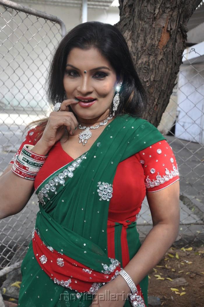 Picture 428338  Actress Kumtaj Hot Saree Photos At -9203