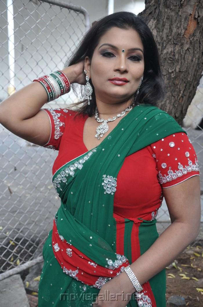 Picture 428350  Actress Kumtaj Hot Saree Photos At -7979
