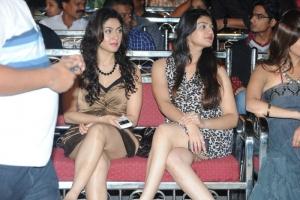 Manjari Phadnis, Siya Gautham @ Lux Sandal Cinemaa Awards 2011