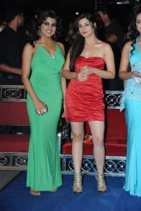 Tashu Kaushik, Madhurima @ Lux Sandal Cinemaa Awards 2011
