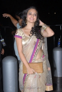 Kriti Kharbanda Hot Saree Pics @ Santosham Film Awards 2011