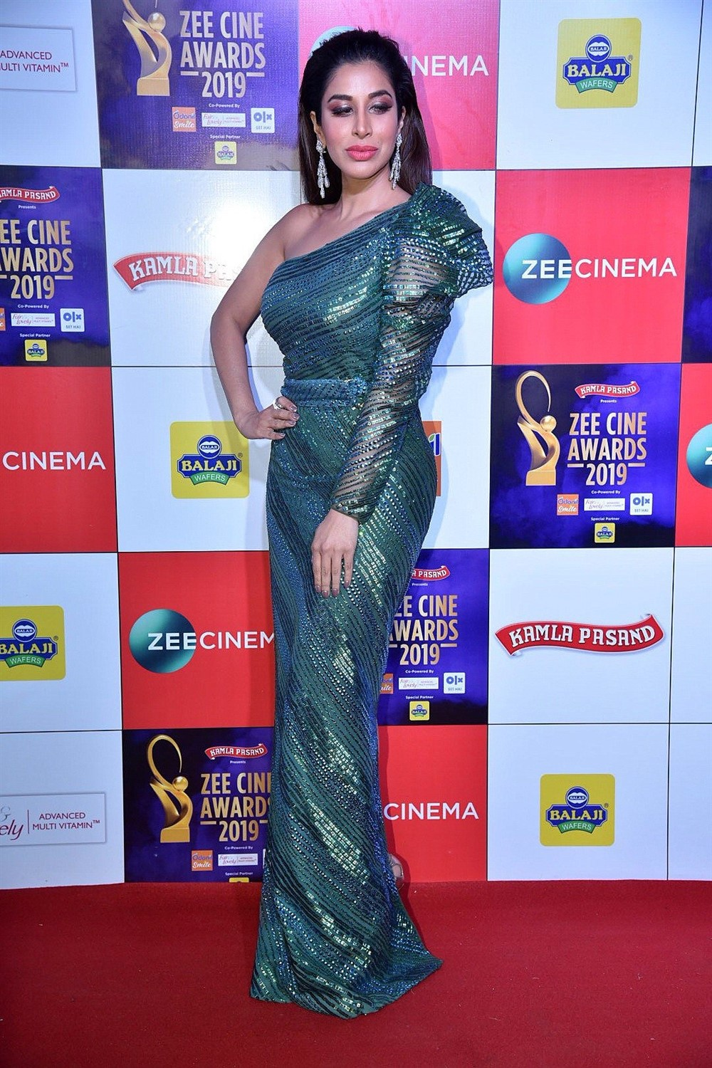 Actress Sophie Choudry @ Zee Cine Awards 2019 Red Carpet Photos