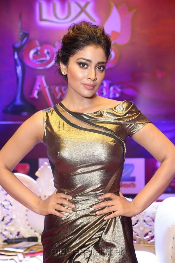 Actress Shriya Saran @ Zee Telugu Apsara Awards 2017 Red Carpet Stills