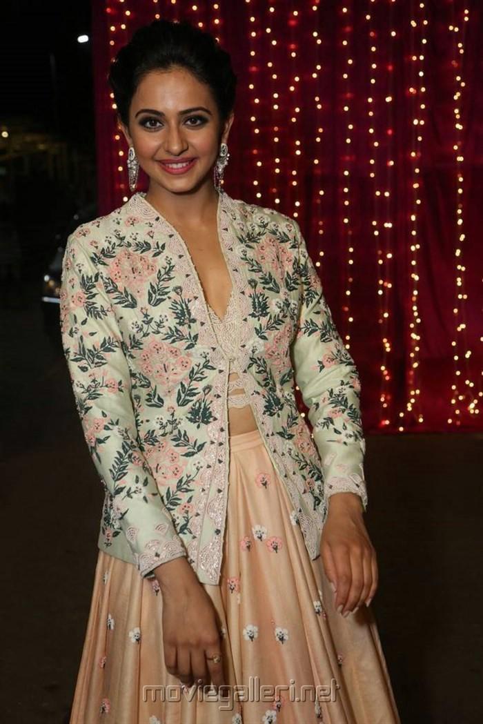 Actress Rakul Preet Singh @ Zee Telugu Apsara Awards 2017 Red Carpet Stills